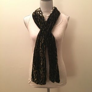 Leopard velvet scarf